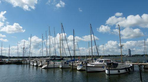 uostas,burlaiviai,valtys,stiebai,buriu,vanduo,valčių stiebai,burių stiebai,laivai,vandens sportas,vasara,jachta,jachtos,jūrininkas,saulė