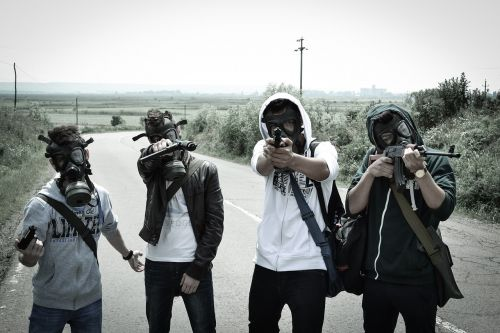 jaunuoliai,poapokaliptinis,dujokaukė,Armagedonas,išgyvenęs,apokaliptinis,siaubas,nuke,atomas,karas,ginkluotosios,pistoletas,pavojus