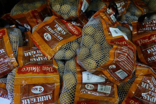 bulvės,raukšlių bulves,Kanarijos rausvos bulvės,druskos bulvės,tradiciškai