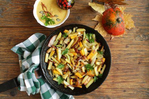 bulves su daržovėmis,keptos bulvės,bulves su moliūgai,visos bulvės