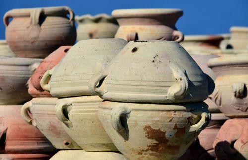 keramika,turgus,pardavimas,ąsočiai,puodai,Viduržemio jūros,italy,sicilija,pasiūlymas,prekyba,parduoti,tradiciškai,prekystalis,gražus,deginti puodai,sudegintos spurgos,sukrauti,trapi
