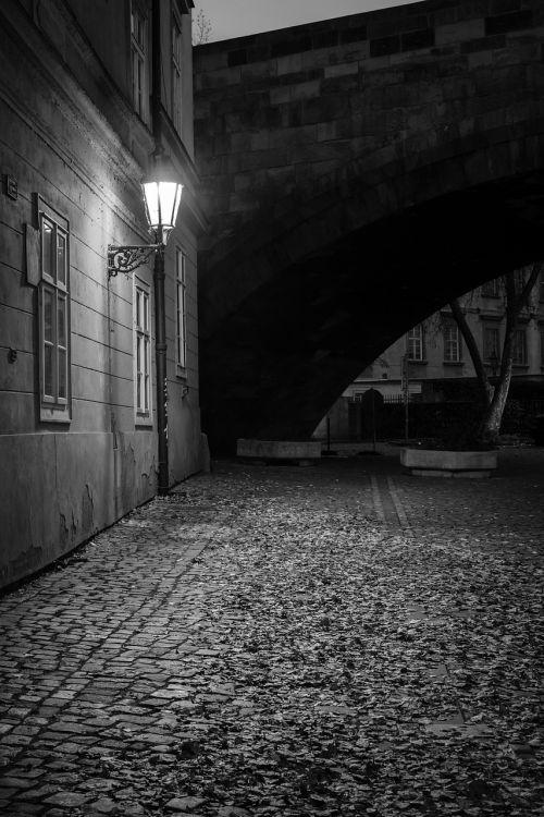 prague,naktis,Senamiestis,niūrus,žibintas,senas pastatas