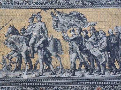 princai,kavalerija,išsamiai,vyras,arklys,fahnenzug,vėliava,vėliavos vežėjas,kareiviai,Drezdenas,fjeras,vaizdas,Reiterzug,išlikimas didelis vaizdas,plytelės,meiseno porcelianas,porcelianas vaizdas,pasaulio rekordas,protėvių galerija,pažymėti antgalius,kunigaikščiai,rinkėjas,karaliai,princinis namas drėgnas,augustus kelias,stallhof,dresdner residenzschloss,didžiausias porcelianas pasaulyje,kariuomenė