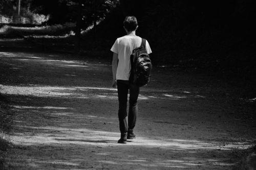 vyras, charakteris, juoda & nbsp, balta, vaikščioti, vienas, vienatvė, vaikščioti, vienišas vaikščioti