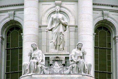 gerovę ir gausą, statulų, skulptūra, Karl karti, klasicizmo architektūra, granito, bethel balto granito, vermont granito, baltos spalvos, akmuo, langas, sienelę, architektūra, paviršius, duomenys, Wisconsin Capitol, Madison, Wisconsin, stulpeliai, paprastumas, vaisių, Gausybės ragas, daug, gerovė, gausa