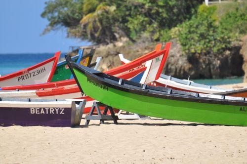 Puerto Rico,žvejybos laivai,valtys,mediniai valtys,smėlis,papludimys