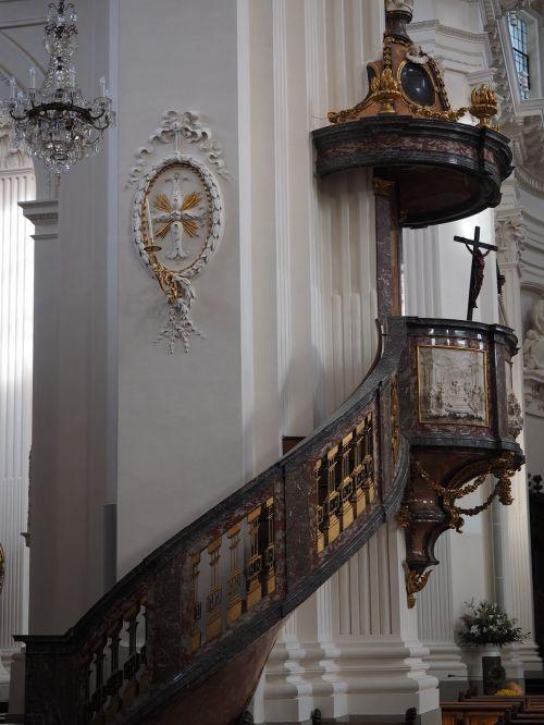 kanceliarija,bažnyčia,St Ursus katedra,nave,katedra,solothurn,Šv ir Velerio katedra,St Ursen katedra,st-ruseno katedra,Romos katalikų,romėnų bažnyčios katalikų vyskupija,Šveicarija,ankstyvojo klasicistinio stiliaus,bažnyčios pastatai