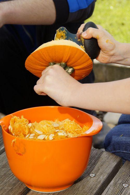 moliūgas,Halloween,ruduo,oranžinė,daržovės,išskaptuoti,Spalio 31 d .,dangtelis,drožyba moliūgų,iškirpti moliūgo vaiduoklis,Halloweenkuerbis,moliūgų vaiduoklis,rudens apdaila,Diy moliūgų vaiduoklis,iškirpti,Spalio mėn,Moliūgas žibintas,tuščia,interjeras,vidinis,vaikas,pokštas arba saldainis,išvalyti,pašalinti