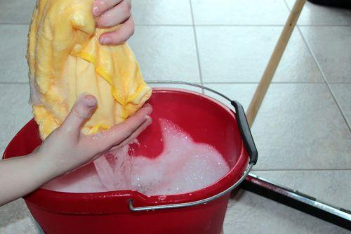 putz kibiras,valymo skudurai,muilas,tinkamas,švarus,nuvalykite švarą,skreperis,išplauti grindis