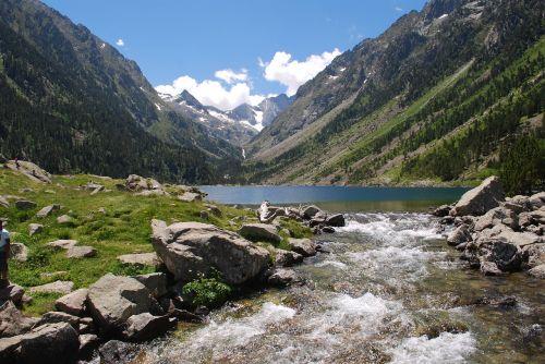 pyrénées,kalnas,šventė,sniegas,vasara,baladė,žygiai,aukščiausiojo lygio susitikimai,kraštovaizdis,gamta,aukštas kalnas,gyvi vandenys,vandenys,kaskados