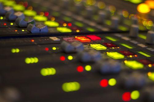 radijas,maišytuvas,garsas,studija,žiniasklaida,technologija,pramogos,transliuoti,radijo studija,garsas,įranga,įrašymas,įrašų studija,muzika,ekvalaizeris,apimtis
