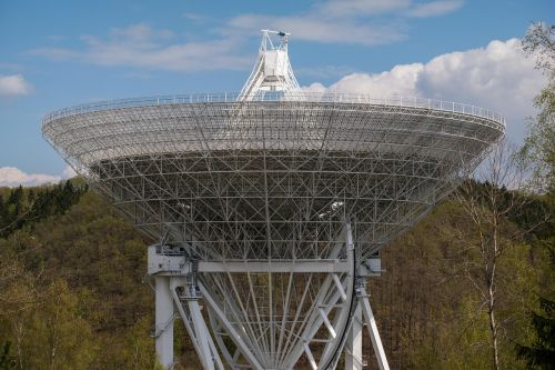 radijo teleskopas, effelsberg, struktūra, architektūra, eifel, teleskopas, dangus, debesys, erdvė, antena, tyrimai, astronomija, gautas, didelis teleskopas, klausytis, technologija, max planck institutas, mokslas, blogas münstereifel, paraboliniai veidrodėliai, miškas