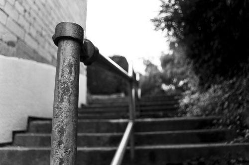 geležinkelis,turėklai,turėklai,žingsniai,laiptai,juoda ir balta