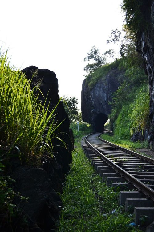 geležinkelio kelias,geležinkelis,bėgiai,traukinys,transportas,kelias,tunelis,Šri Lanka,ceilonas,Mawanella,kadugannawa