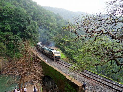 geležinkelio bėgiai,lokomotyvas,geležinkelis,geležinkelio tiltas,kalnas,Vakarų gatas,Indija,sahyadri,miškai