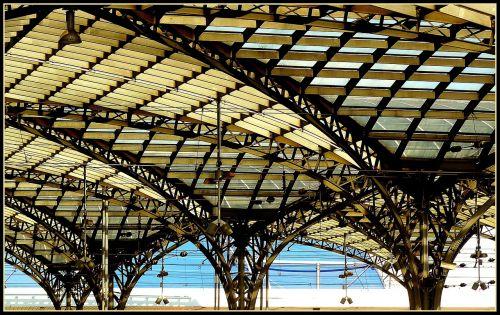 traukinių stotis,stogo stogas,stogas,stogo konstrukcija,plieno konstrukcija,plienas,skydas,plieninės sijos,architektūra,moderni architektūra,statyba,pastatas,miesto,šiuolaikiška,dizainas,stiklo stogas,stiklas,arcade,langas,arkos,stuetztpfeiler,Kelnas,Kelno pagrindinė stotis,Centrinė stotis,ramstis,plieninis stulpas