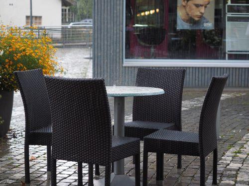 lietus,liudijimas,rainstorm,liūtys,švirkšti,kavinė,stalas,kėdės,nepatogus,audra,Šveicarija,langenthal
