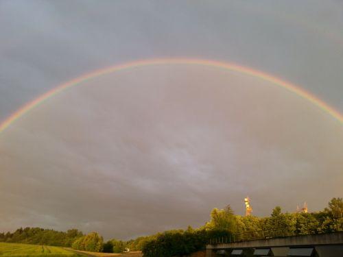 vaivorykštė,dviguba vaivorykštė,natuschauspiel,antrinė vaivorykštė,vaivorykštės spalvos,gamtos reiškinys,įspūdingas,spektras,saulės šviesa,refrakcija,dvigubas,spalvinga,oras,klimatas,saulėlydis,sulenktas,tamsi,griauna,mėlynas,žalias,geltona,raudona,lietus,orų reiškinys,atmosfera,meteorologija