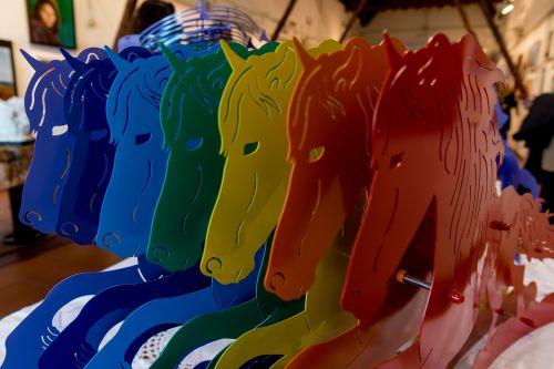 vaivorykštė,arklys,arkliai,spalvos,gyvūnas,kumeliukas,arkliai,gyvūnai,hipodromas,baio,Mare,jockey,Jodinėjimas,riteris,kumeliukai,laukinis arklys,bėgantis arklys,skulptūra,meno kūriniai,miesto baldai,corse,spauda carimate