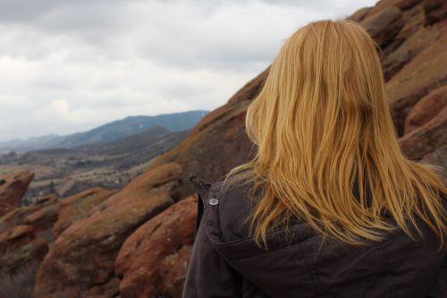 raudona galva, mergaitė, gamta, vaizdas, moteris, kalnas, nuotykis, raudona, galva, plaukai, Moteris, jaunas, asmuo, moterys, paauglys, hipster, galvos galva, žiūriu, socialality, Instagram, debesys, rytas, raudonos uolos, žygiai, viršūnė kalnų, mąstymas, žiūri, Iš arti