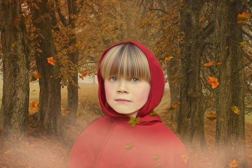 raudonas dangtis,Raudonkepuraitė,mergaitė,gaubtas,raudona,fantazija,pasaka,fantazijos pasaka,pasaka,Moteris,portretas,medžiai,miškas,ruduo,lapai,rūkas,šaltas,toli