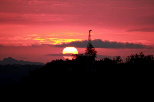 raudona & nbsp, saulėlydis, saulėlydis, saulė, apvalus, debesys, gamta, dangus, aušra, raudona, raudonas saulėlydis