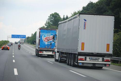 nuotolinis eismas,sunkvežimis,prekių gabenimas,Logistika,greitkelis,Vokietija,asfaltas,vairuoti automobilį,gatves,eismas
