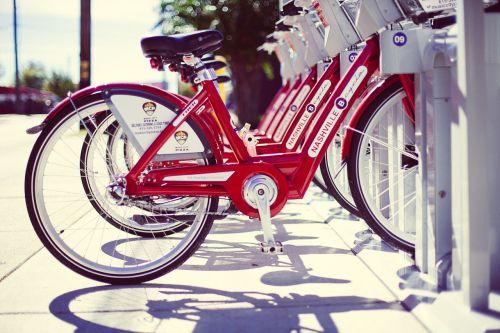 nuoma dviračiai,dviračiai,dviračiai,raudona,nuoma,Našvilis,usa,amerikietis,lauke,važiuoti,dviračiu