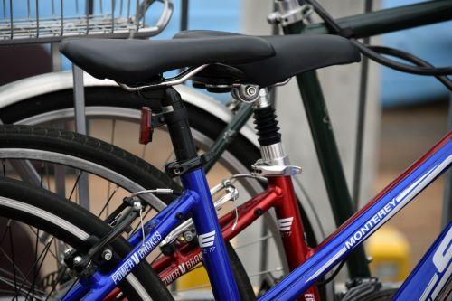 Iš arti, raudona, mėlynas, dviračiai, nuoma, dviratis, dviračiai, sėdynė, nuoma dviračiai