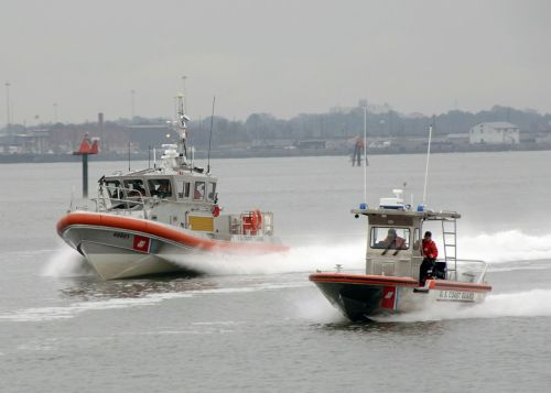 atsakomosios valtys,testavimas,įgulos,vanduo,greitai,greitis,gelbėjimas,manevras,jūrų,eik greitai,Skubus atvėjis,pakrantės apsauga,pagalba,mokymas,misija