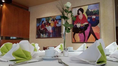 restoranas,stalas,padengtas,gastronomija,valgyti,stalo dekoracijos