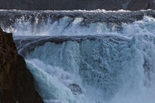 Reino kritimas,vandens masė,riaumojimas,potvynis,neuhausen am rheinfall,Šveicarija,krioklys
