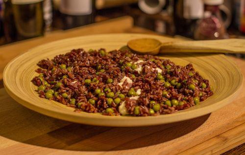 ryžiai,risotto,mozzarella,rudieji ryžiai,raudoni ryžiai,bambukas,patiekalas,mediena,šaukštas,stalas