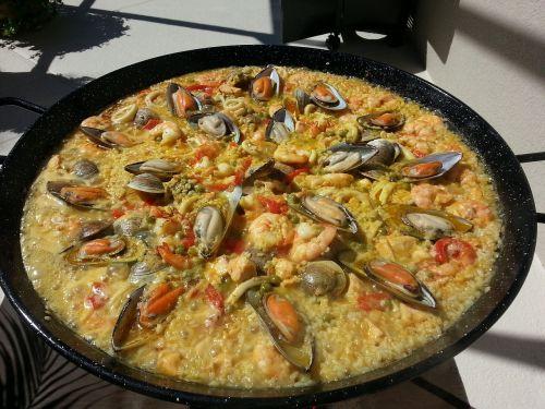 turtinga paella, paella, ispanų paella, maistas, Ugnis, Ispanija, ryžiai, Ispaniškas maistas, jūros gėrybės, pipirai, šafranas, vakarėlis, mityba, ispanų k. vynas, vėžiai, malkos deginamos, skanus, lena, troškinti, Viduržemio jūros, pomidorai, krevetės, daržovės, ispanų conina, liepsnos, ingridientai, ispanų virtuvė, virtuvė, grūdai, diena, moliuskai