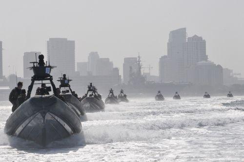 tvirta korpuso valtis,pripučiami,greitis,įgula,vanduo,greitai,karinis jūrų laivynas,manevras,eik greitai,Skubus atvėjis,mokymas,misija,uostas