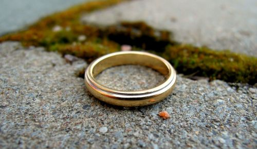 žiedas,Vestuvinis žiedas,Sužadėtuviu žiedas,brangakmenis,aukso papuošalai,auksinis,prarastas,rasti,prarasta nuosavybė