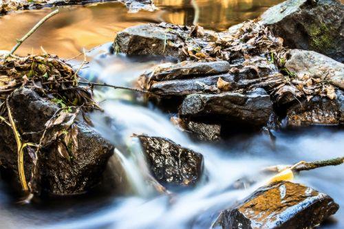 upė,Bachas,vanduo,vandenys,akmenys,srautas,gamta,vairuotojo azte,važiavimo lapai,murmur,purslų,natūralus vanduo,vakare šviesa,judėjimas,vanduo veikia,šlapias,sluoksnis,nuotaika,gražus