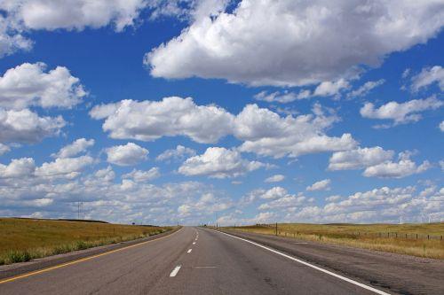 kelias,greitkelis,debesys,dangus,asfaltas,kelionė,kelionė,lauke,vasara,mėlynas,kelionė,gatvė,maršrutas,kraštovaizdis