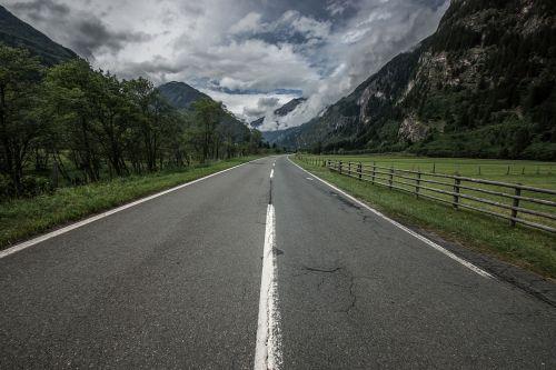 kelias,kelio paviršius,perspektyva,ženklas,kraštovaizdis,kalnai,laisvė,platus,maršrutas,ilgas kelias,gatvė,kelias,ilgas kelias