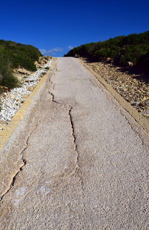 kelias,siaura,Viduržemio jūros,siauras gatvė,žemė,kaimas,defektas,įtrūkimai,sunaikintas,dervos kelias,dangus,toli,tiesiog,į kalną,viršuje,aukštyn,kraštovaizdis