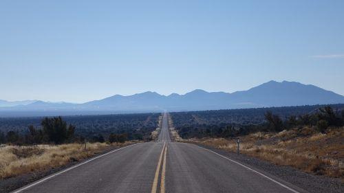 kelias,greitkelis,asfaltas,gamta,kelionė,dangus,kraštovaizdis,tuščia,išnykimo taškas,tiesiog,kalnas,horizontalus,dykuma,ilgai,usa,amerikietis,tolimas vaizdas,vaizdingas,vienišas,vienatvė,entschleunigung,vis dar,toli,toli,kalnas,aušra,toli,kalnai