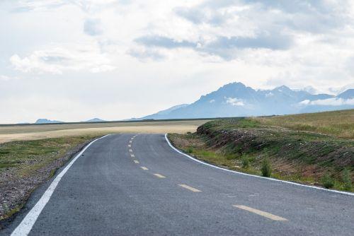 kelias,greitkelis,kraštovaizdis,laukai,kalnai,kaimas,kaimas,dangus,debesys,dangas