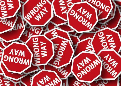 kelio ženklas,dėmesio,skydas,sustabdyti,Stop ženklas,toli,klaidinga,mąstymo klaidos,sprendimo klaida,klaida,klaida,klaida,netinkamas elgesys,paslysti,klaida,nesusipratimas,patzer,schnitzer,apgaulė,netikslumas,nežinojimas