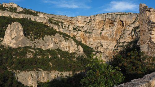 Rokas,karsto zona,karstinis kraštovaizdis,Philippe de Cabassolle griuvėsiai,pilis,burgūrijos,sugadinti,fontaine-de-vaucluse,france,Provence,Philippe de Cabassolle pilis,Gorge