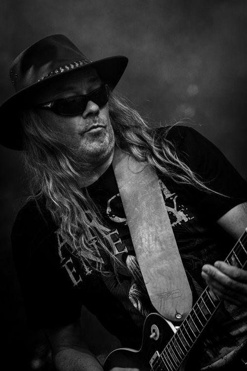 rokenrolas,juodos rožės,gitara,menininkas,Rokas,muzika,koncertas,gyvi pasirodymai,muzikantai,Švedijos,Alternatyvus rokas
