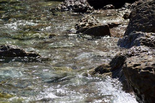 Rokas,vanduo akmenimis,vanduo,judėjimas,unruhigesee,jūra,vandens purslai,mineralinis vanduo,purkšti,dinamika,banga,gamta,akmenys,vandenys
