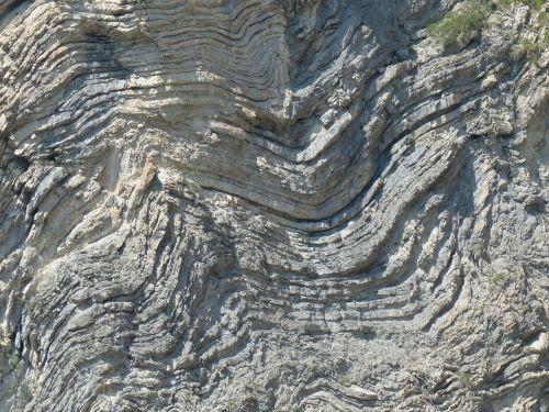 uolienos formacijos,sulankstytas,kartus,geologinės sąsajos,sluoksniavimas,uolos sluoksniai,lankstymas,geologija,raukšlėtis,kalnus,akmuo,Rokas,akmens siena,sulankstyti uolos,sulankstyti kalkakmenio sluoksniai,klinčių sluoksniai