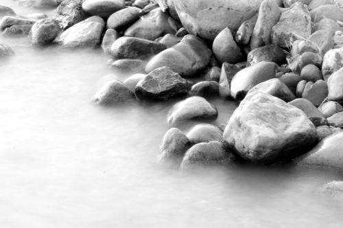 juoda & nbsp, balta, ežeras & nbsp, krantas, lygus & nbsp, akmuo, dėvėti & nbsp, akmuo, papludimys, riedulys, kranto, pakrantė, rinkimas, srautas, sunku, ežeras, linija, tvenkinys, ripple, akmenys, suapvalintas, Krantas, kranto linija, slidus, lygus, akmuo, vanduo, šlapias, dėvėti, akmenys vandens srautu