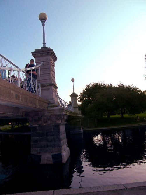 romantika, tiltas, apkabinti, upė, vakaras, vanduo, Bostonas, romantika