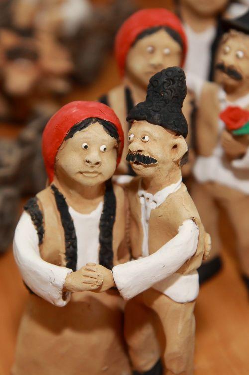 romėniškos tradicinės moterys ir vyras,šokiai,lut,molis,rankų darbo,argil,keramika,rankų darbo,rankų darbo,linksmas,apdaila,kūrybingas